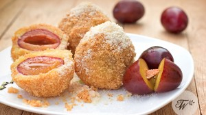 Tourist-Wedding---Plum-dumplings---Bigstockphoto---copyright----lola1960